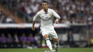 """Mežonīgais Dortmundes uzbrukums pret Madrides """"Real"""" superzvaigznēm"""