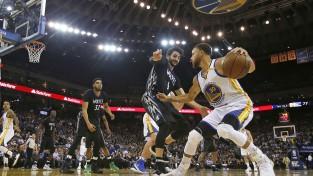 """''Warriors'' 12. uzvara pēc kārtas, Vestbruks atkārto """"triple-double"""" rekordu"""