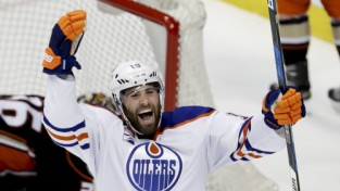 """""""Oilers"""" 2-0 viesos, Tarasenko ar diviem vārtiem sagādā Nešvilai pirmo zaudējumu"""