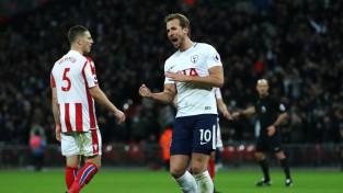 ''Chelsea'' paklūp Londonas derbijā, ''Tottenham'' <i>sarauj gabalos</i> ''Stoke''