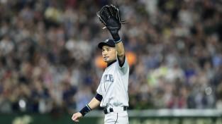 46 tūkstošu skatītāju klātbūtnē Ičiro atvadās no beisbola