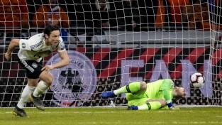 Vācija izlaiž divu vārtu pārsvaru, bet 90. minūtē uzvar Nīderlandi