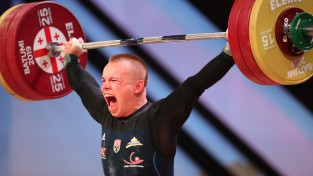 Svarcēlājs Suharevs uzlabo Latvijas rekordu