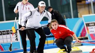Trīs Latvijas kērlingisti tiek pie pirmajām uzvarām Jaunatnes ziemas olimpiskajās spēlēs