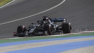 Hamiltons pēdējā lidojošā aplī izrauj ''pole position'' Portugāles F1 posmā