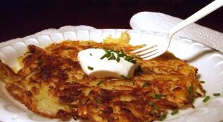 Skaidiņās rīvētu kartupeļu pankūkas
