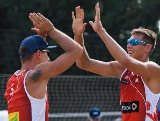 Pļaviņš un Regža sagrauj Eiropas čempionus un triumfē apakšgrupā