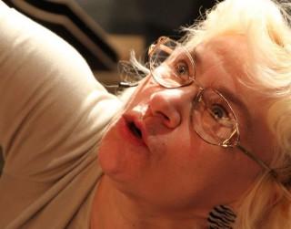 Video: Leļļu teātra aktrisei Silvijai Biterei 75. Priekā, krustmāte Agate!