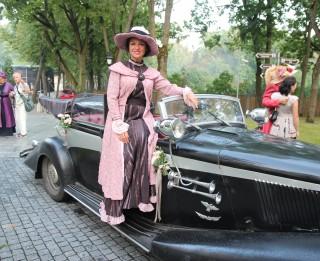 Foto: Rīgā pirmo reizi notikusi Jūgendstila tērpu parāde