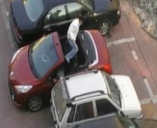 Video: Daži jautri videopadomi, kā  noparkot automašīnu