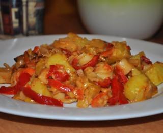 Krabju nūjiņu, paprikas un kartupeļu sacepums