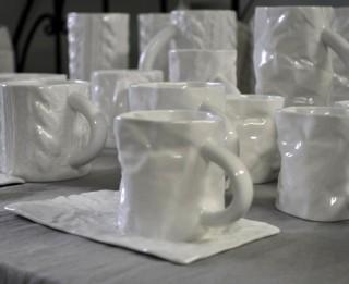 Video: Saburzītas krūzītes un citi brīnumi Piebalgas porcelāna fabrikā