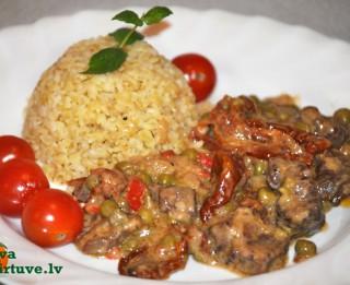 Jēra gaļas sautējums ar kaltētiem tomātiem