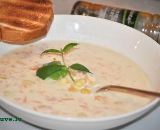 Maigā siera zupa ar garnelēm un dārzeņiem