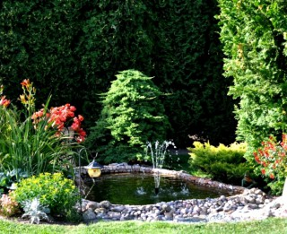 Divpadsmit dārzu maģija. Vēzis un viņa dārzs. Izsmalcināts un dvēselisks, gana praktisks