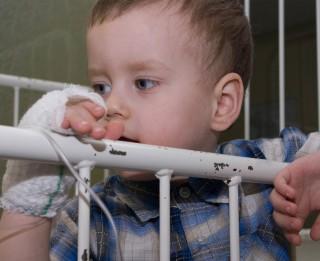 Ļoti nepieciešama palīdzība: zēnam nav spēka, lai ēstu
