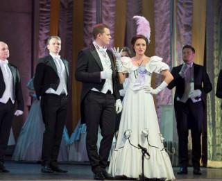 """Tikai viena izrāde Rīgā – operetē """"Jautrā atraitne"""" Sonora Vaice (+VIDEO)"""