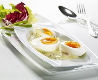 Vārītas olas sinepju mērcē