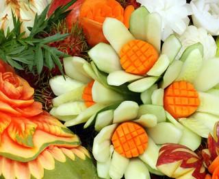 Dekoratīvā augļu un dārzeņu griešanas māksla - karvings