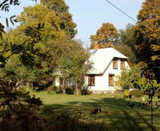 Arhitekta Pētera Blūma lekcija par privātas māla kleķa dzīvojamās mājas atjaunošanu desmit gadu garumā