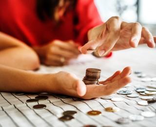 Ko iegūsi, apvienojot vairākus kredītus vienā