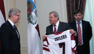 Foto: Latvijas hokeja izlase viesojas pie Valsts prezidenta