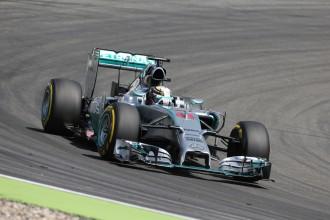 Fetelam maina motoru, otrajā F1 treniņā Spā trasē ātrākais Hamiltons