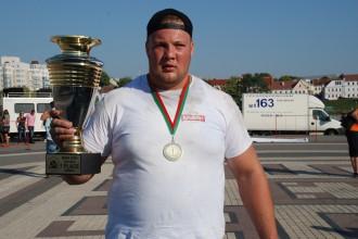 Martužans ar smagu traumu uzvar spēkavīru sacensībās Minskā