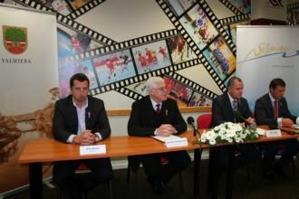 Paraksta līgumu par Latvijas Jaunatnes olimpiādi Valmierā un Cēsīs