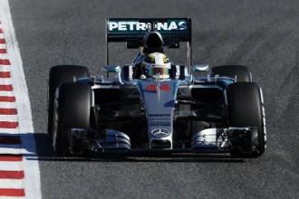 Hamiltons ātrākais Barselonas testu trešajā dienā