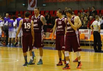 """Foto: """"Jelgava"""" dramatiskā galotnē piekāpjas """"Barons kvartāls"""" basketbolistiem"""