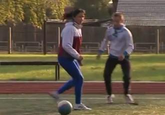 Video: Grigorjeva pēc pasaules bronzas uzspēlē futbolu