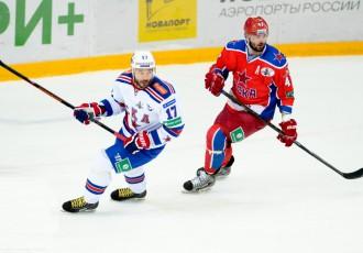Video: KHL armijnieku derbijā Kovaļčuks no mugurpuses uzbrūk Radulovam