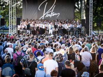 Foto: Leģendārā grupa PĒRKONS iedārdina sezonas koncertus
