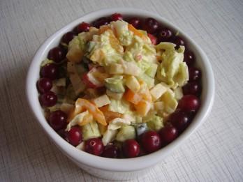Veselīgi kāpostu un siera salāti
