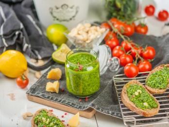 Kale kāposts jeb veselīga alternatīva ierastajām salātu lapām 3 gardās receptēs