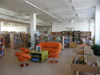 Pavasara brīvlaikā skolēnus aicina apmeklēt brīvā laika centrus un pilsētas bibliotēkas