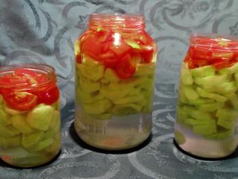 4 gurķošanās laika receptes jeb konservējam gurķus uzglabāšanai dzīvoklī