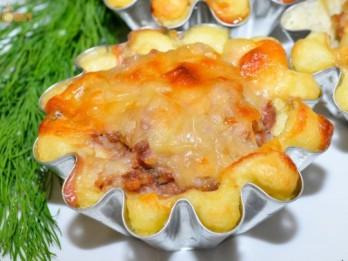 Siltie kartupeļu un maltās gaļas groziņi