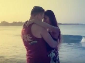 """Video: Dziedātājs Jānis Stībelis publisko jaunāko videoklipu """"Wherever You Go"""""""