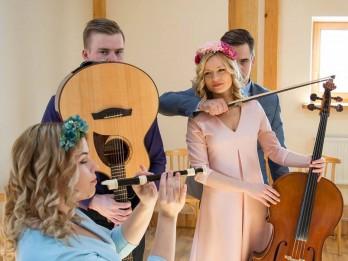 """Video: Olgas Rajeckas meita Marija izveido grupas """"Četri vienā"""" jaunās dziesmas video"""