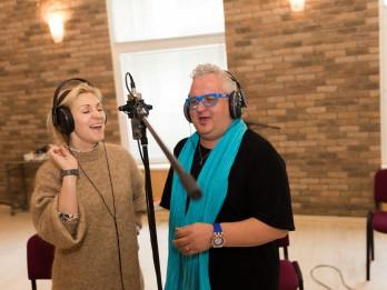 Ieva Kerēvica un Sergejs Jēgers dāvina dziesmu Latvijai