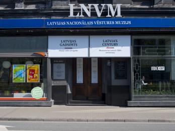 """Otrdienu ekskursijas 68 muzeju kopizstādē """"Latvijas gadsimts"""""""