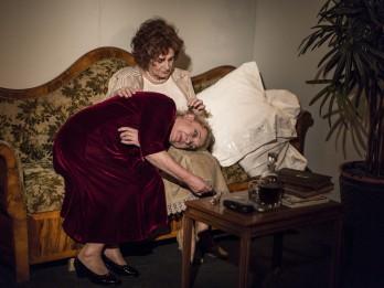 """Rolands Atkočūns Dailes teātrī iestudējis izrādi """"Ar labu nakti, māt"""""""