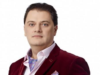 Izcilais tenors Aleksandrs Antoņenko aicina  uz latviešu kamermūzikas koncertu Mazajā Mežotnes pilī