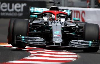 """Krīt trases rekordi, Hamiltons uzvar Monako """"Grand Prix"""" kvalifikācijā"""