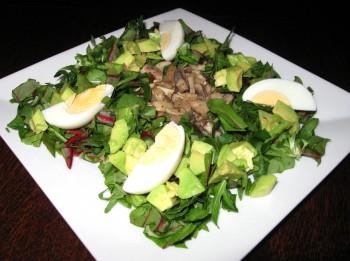 Zaļie pavasara salāti ar šampinjoniem