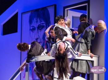 Video: 8 MĪLOŠAS SIEVIETES Dailes teātrī. Izrādes fragmenti