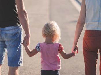 Par nākotnes bērnunamiem ar valsts atbalstu jākļūst audžuģimenēm
