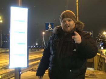 """Video: """"Cilvēks ar kameru"""" ievērtē jauno pieturvietu tablo"""